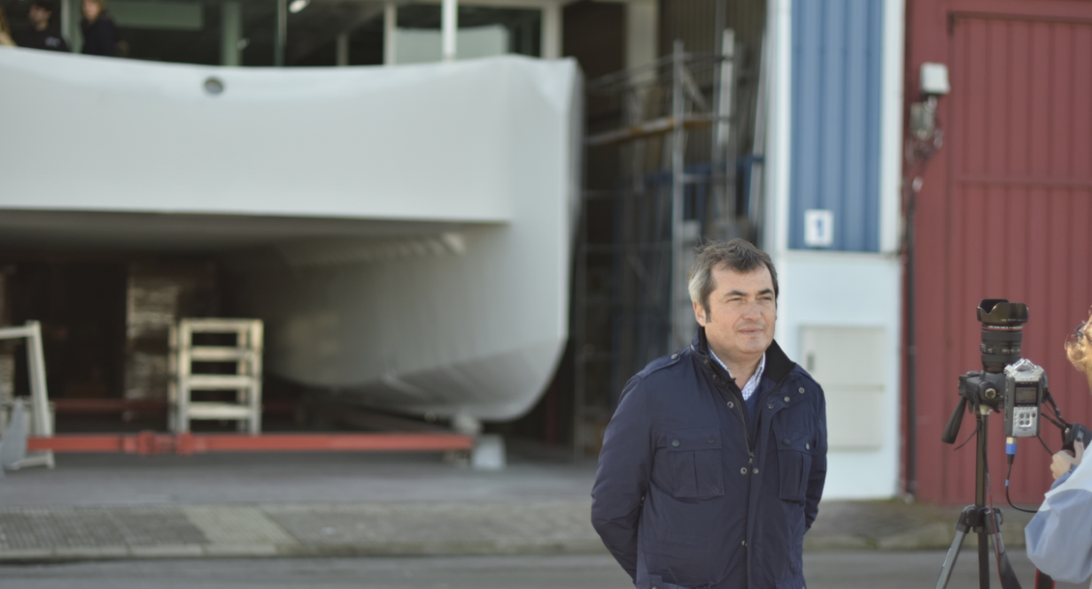 The CEO of Metaltec Naval, Enrique Arriola, in front of ECOCAT's first unit